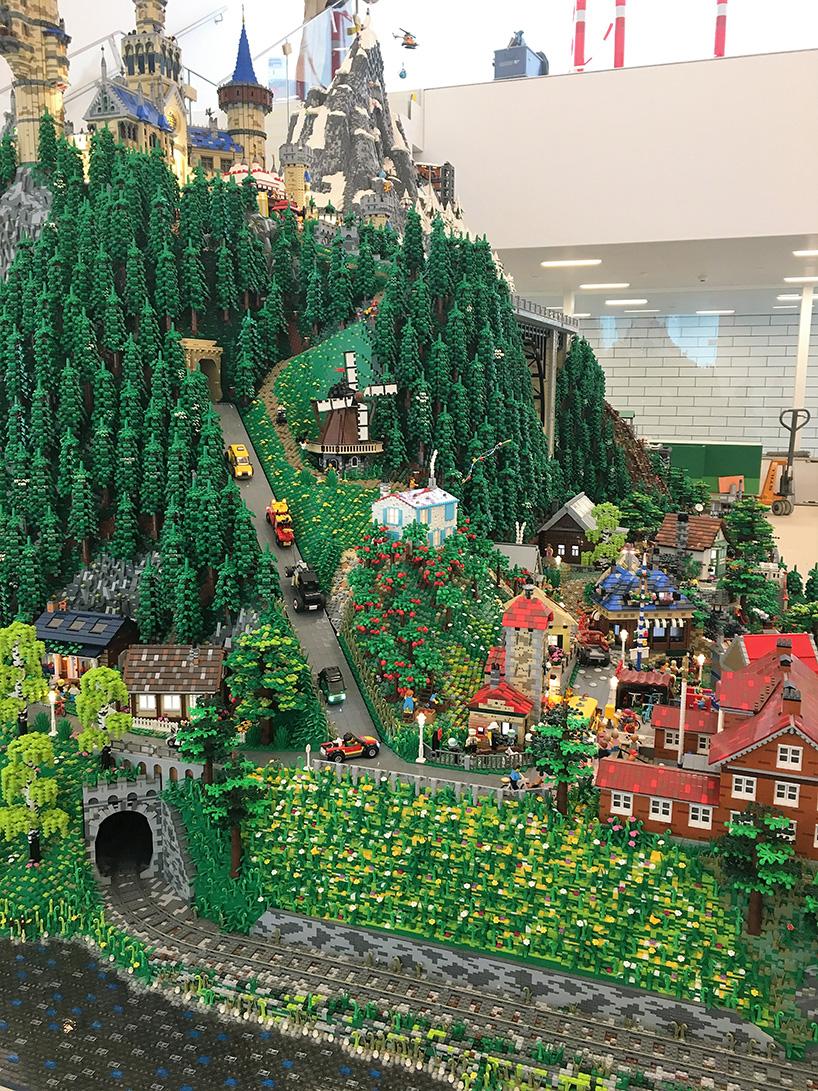 lego-house-bjarke-ingels-group-big-museum-billund-denmark-designboom-07.jpg