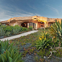Flintstone-ház Malibuban: 3,5 millió dollárból