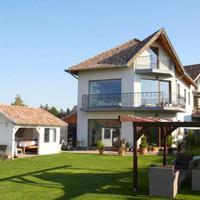 Még javában tart a nyár! Közvetlen vízparti házakat mutatunk!