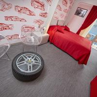 10 olasz híresség előtt tiszteleg új szobáival a Garda-tó egyik legszebb szállodája