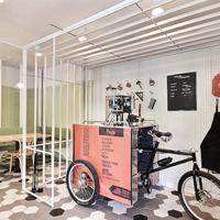 Tekerhetsz a friss kávéért egy Montreali kávézóban