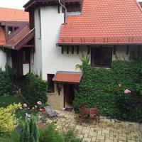 Budai villa, kiskunsági nádtetős ház és vidám lágymányosi lakás a hét legszebbjei között