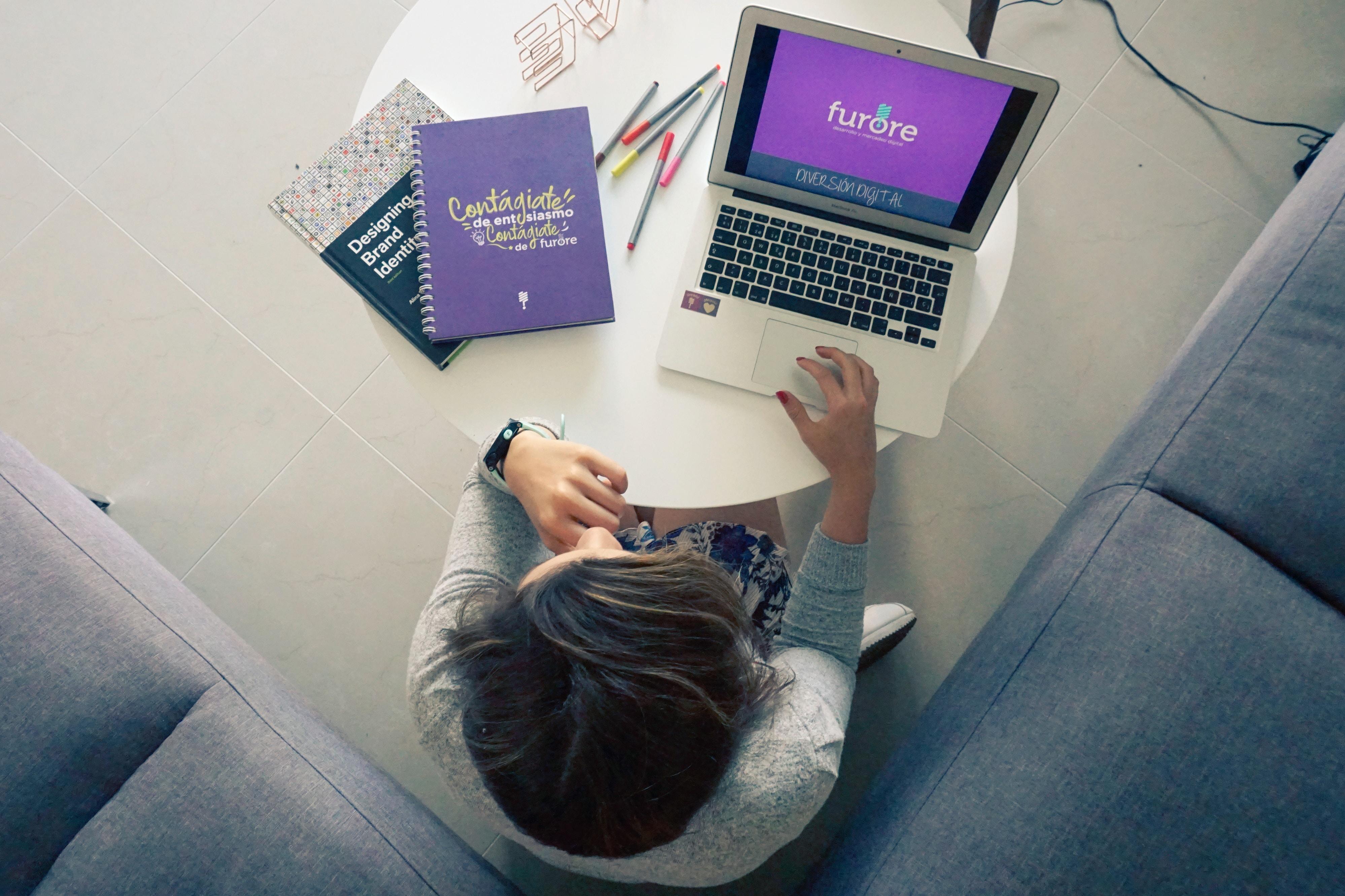 Otthoni munkavégzés és időbeosztás? 5 tipp, hogy tudatosabban gazdálkodj az időddel!