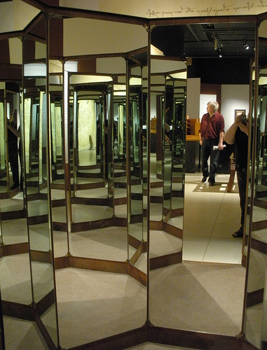 DaVinci_mirror_room.jpg