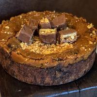 Sós karamellás brownie torta mentesen
