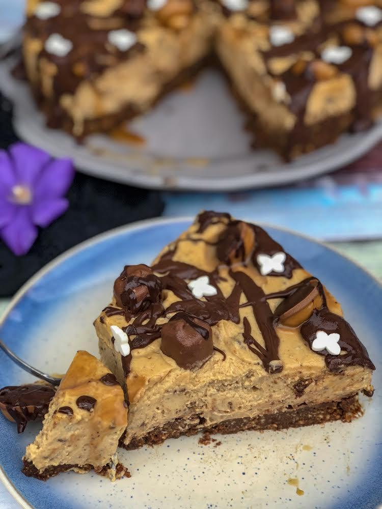 peanutbuttercake2.jpg