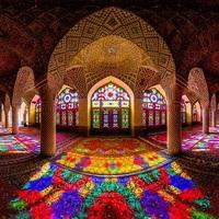 Elképesztő színkavalkád a Nasir al-Molk mecsetben