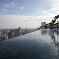 Luxus hotel, medencével a város felett - Marina Bay Sands