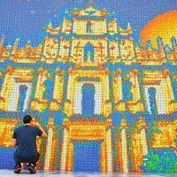 Világrekord! Óriáskép 85.794 Rubik-kockából