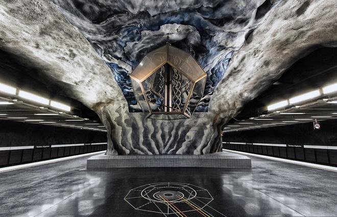 stockholm-metro-03.jpg