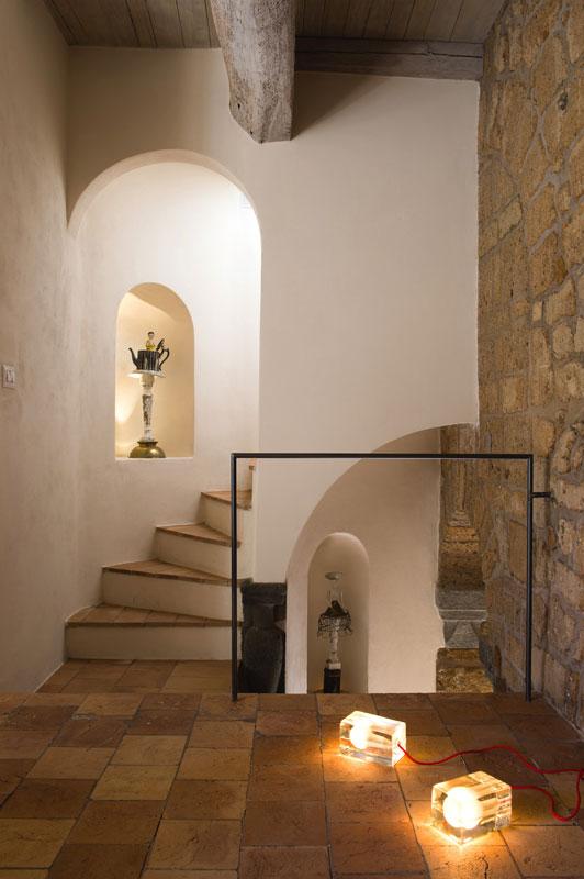 house-with-underground-caverns-domus-civita-studio-f-fradiani-italy-12.jpg