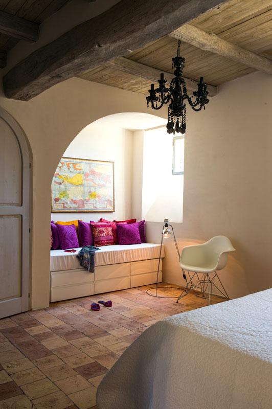 house-with-underground-caverns-domus-civita-studio-f-fradiani-italy-16.jpg