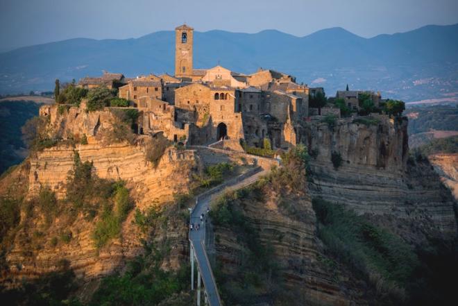 house-with-underground-caverns-domus-civita-studio-f-fradiani-italy-2.jpg