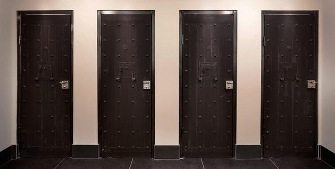 het-arresthuis-toilets.jpg