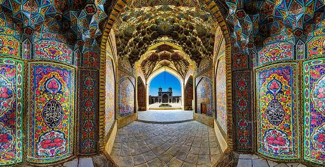 nasir-al-mulk-mosque-shiraz-iran-7.jpg