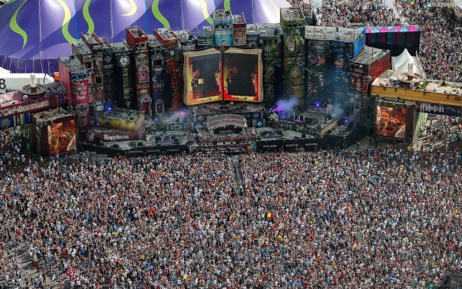 tomorrowland-2012-hd-wallpaper-carpet-of-people.jpg