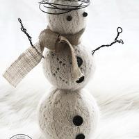 Kötött pulóverből hóember