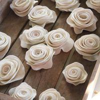 Filcből készült gyönyörű virágok