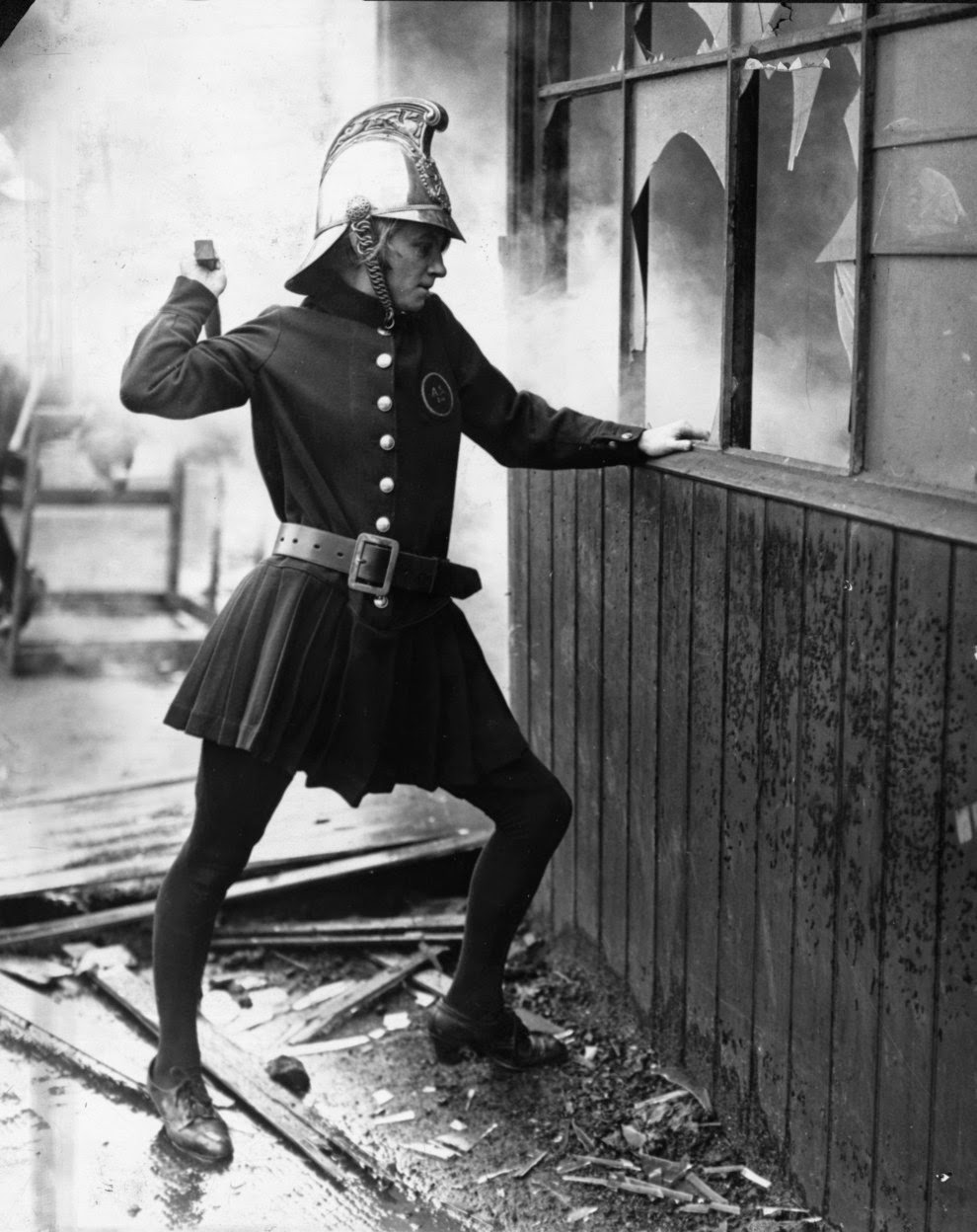 vintage_female_firefighters_8.jpg
