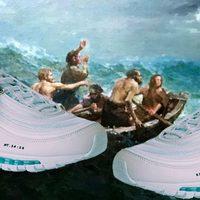 Percek alatt elkapkodták a szenteltvizes Nike cipőket