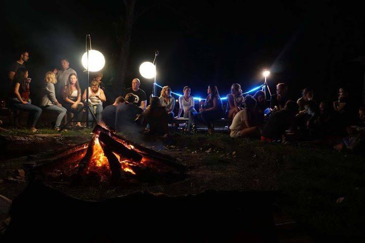 Szokatlan dolgot villantanak a fiatalok egy balatoni táborban