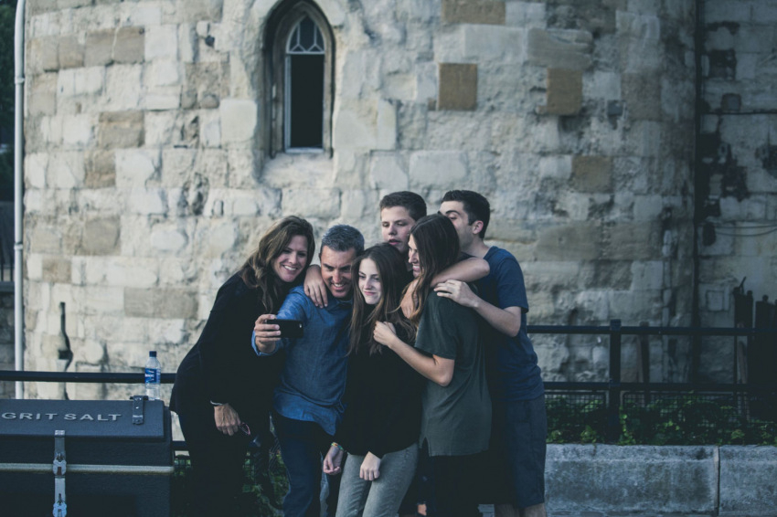 Van remény? Visszatérhetnek a fiatalok a templomok padjaiba?