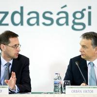 Szél Bernadett érdeklődik a Varga-csomag zárolásainak részletei után.