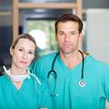 Hány főt érint az egészségügyben a kettős juttatás tilalma 2013-ban?