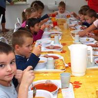 Több, mint 100 000 gyermek kap szociális nyári étkeztetést.