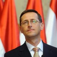 Varga Mihály válasza a munkahelyvédelmi akcióterv részleteiről.