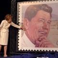 Reagan emlék-bélyeg aláírásával
