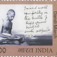 Gandhi kézírása a sómenet emlékére kiadott bélyegen