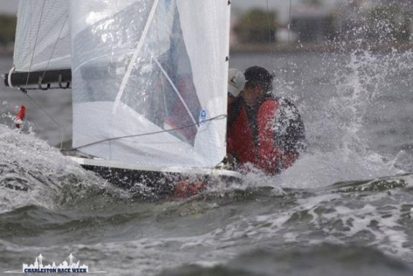 Küzdelem széllel, vízzel, hajóval.