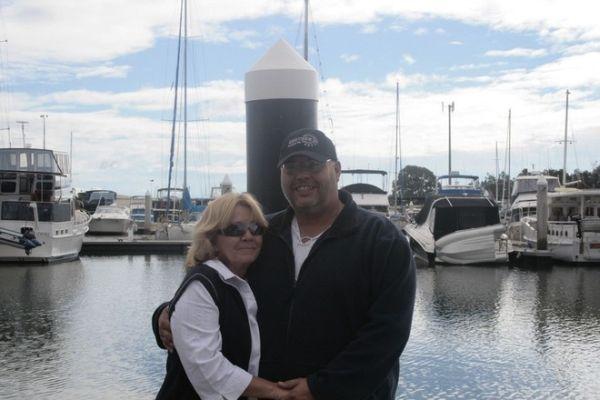 Simon és Julie-Anne az értékes vízfelület előtt.