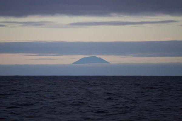 Tristan da Cunha a vízről nézve
