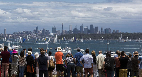 CROWDS ON SOUTH HEAD ENJOY SPECTACULAR START.jpg
