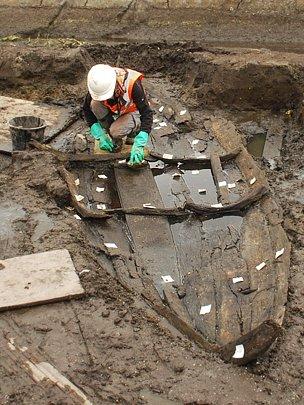 Loddon_boat_archeology.jpg