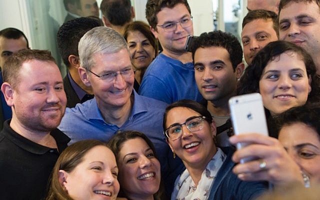 tim_cook_in_israel.jpg
