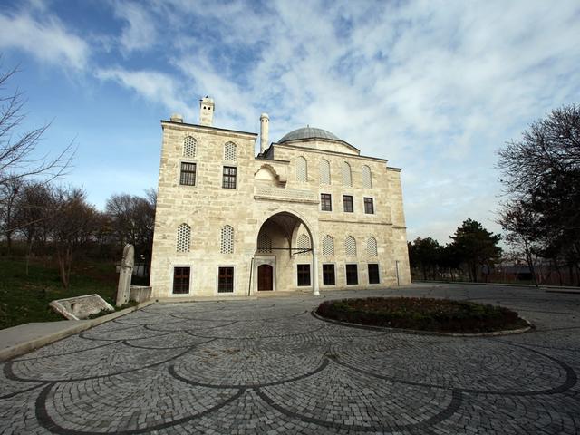 A kastély, ahol Hatice Szultána éjjelente ébren várja a hűtlen Ibrahim Pasát!