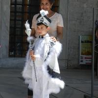 Fehér ruhás kis hercegek...