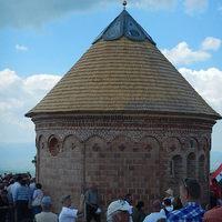 2014. pünkösd hétfőjén kápolnát avattak a Szép Havasokban