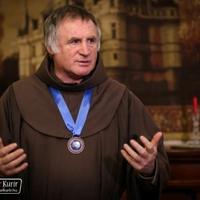 Az emberi méltóságért díjat kapott Böjte Csaba ferences szerzetes