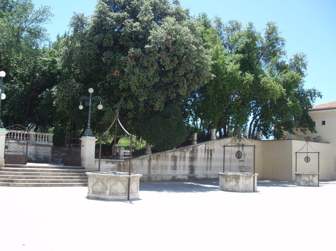 Öt kút tere  Zadarban park.jpg