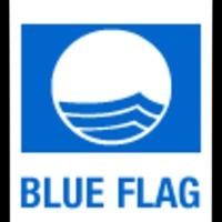 Strandok kék zászlóval