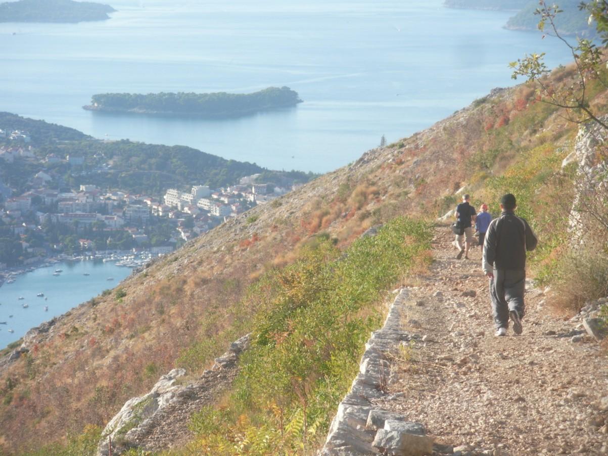 Dubrovnik libegő gyaloglás lefelé.jpg