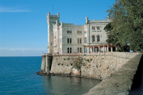 Miramare kastély.jpg