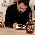 A Hennessy V.S idei limitált üvegét Vhils tervezte