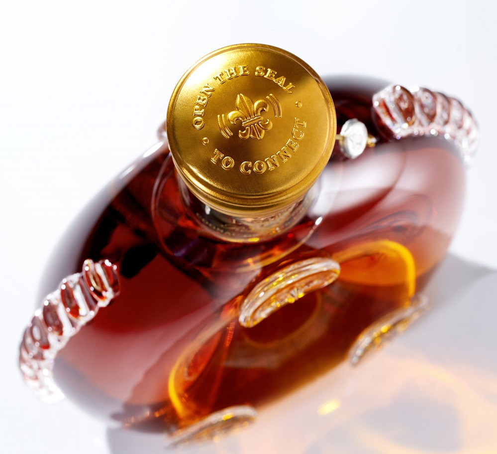 louisxiii_smart-decanter-close-up-with-seal-3600x5397_s.jpg
