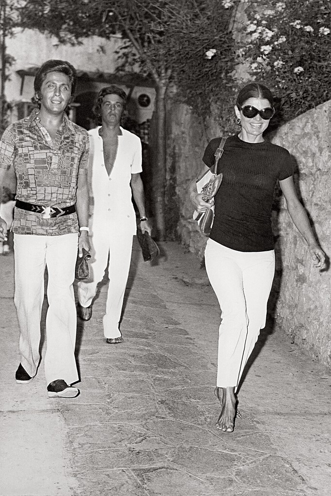 giancarlo-giammetti-with-valentino-and-jacqueline-kennedy-onassis-in-capri-in-1971.jpg