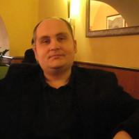 Interjú: Az ász és az ész – jogász és zenész – Beszélgetés Bérces Viktor tanár úrral és a The Flippers zenekar billentyűsével